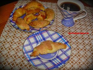 http://smerfetkagotuje.blogspot.com/2013/10/babcine-rogaliki.html