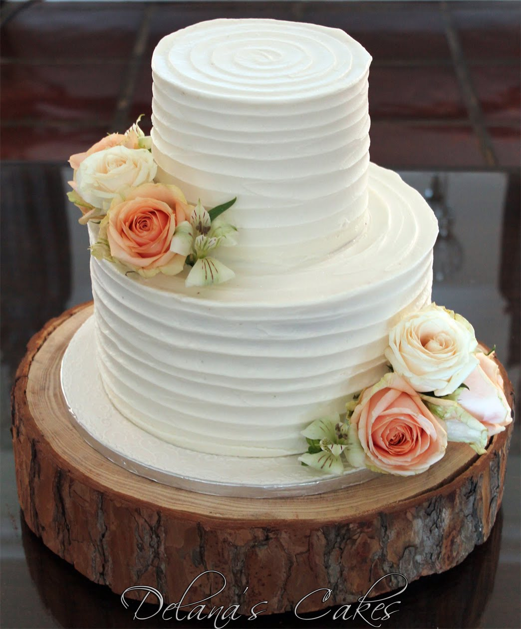 Delana\'s Cakes: Textured Iced Cake with Peach Roses