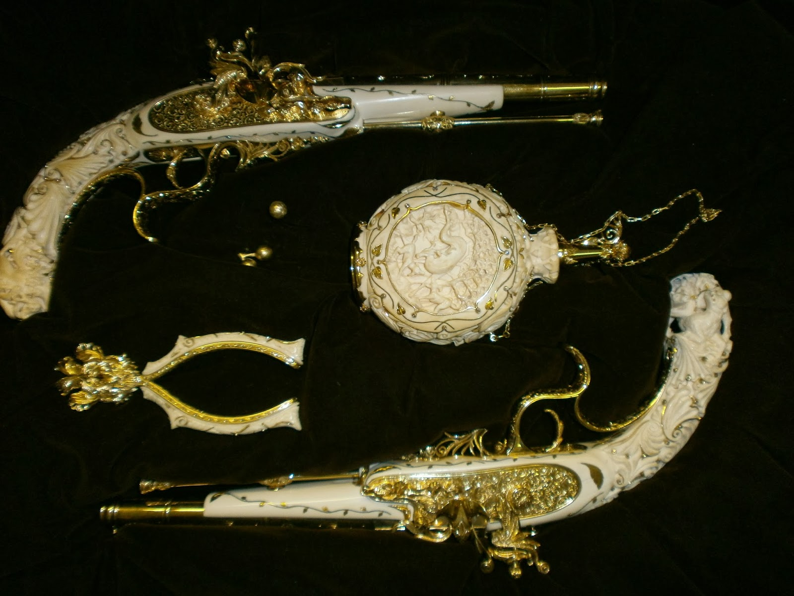 The eureka diamond - Figure 2 A Pistol Set Made Of Ivory And 18ct Yellow And White Gold Encrusted With Diamonds That Took Mr Sid Forman Three Years To Complete In 2013 The Set