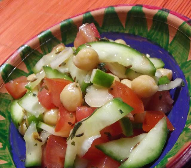 Sałatka z cieciorką i kuminem bez majonezu