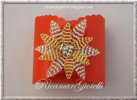 scatola regalo con fiore di perline
