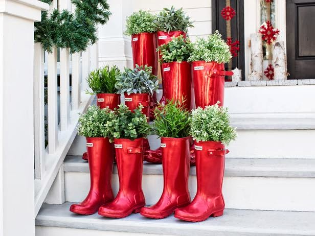 http://www.hgtv.com/handmade/all-natural-holiday-porch-decorating-ideas/pictures/index.html