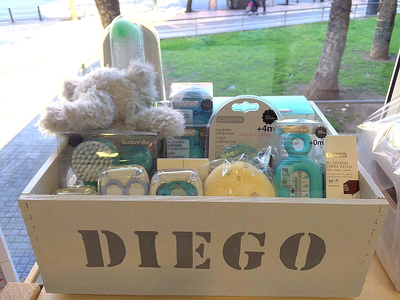 Para regalar a un bebe cesta regalo beb ropa para bebes de a meses prendas bsicas a juego en - Regalo bebe 3 meses ...
