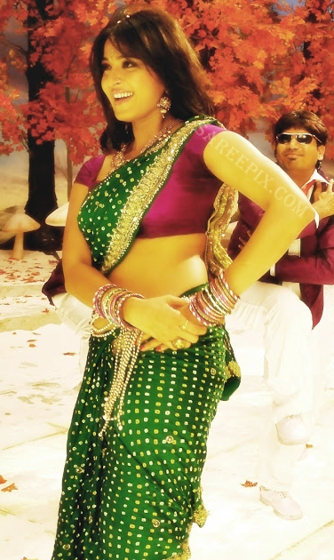 Anushka_shetty_bandhani_saree
