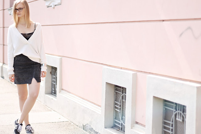 pink wall fashion shooting