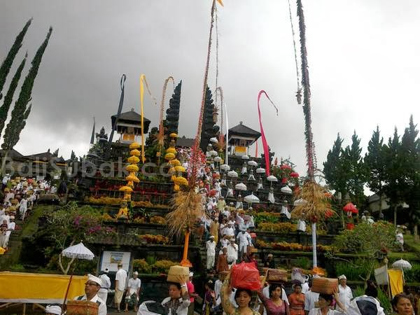 Temple in bali is very unique bali lombok info holiday for Unique accommodation bali