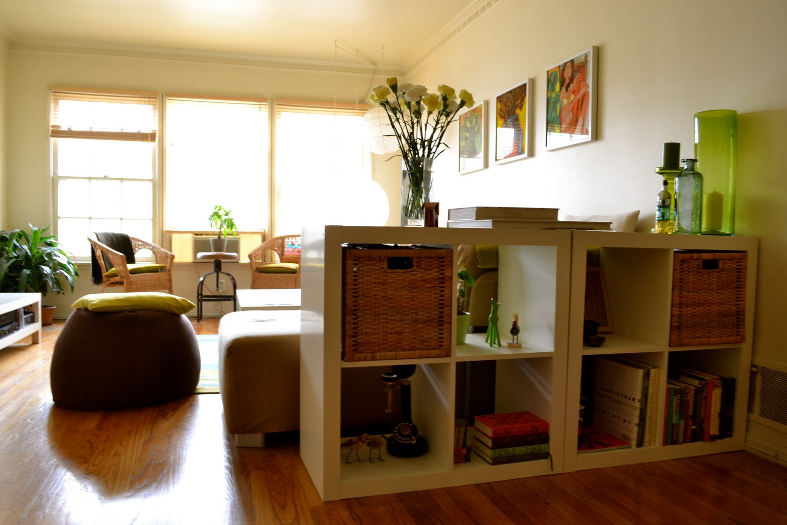 home is where the art is kanak anuj 39 s lovely la home. Black Bedroom Furniture Sets. Home Design Ideas