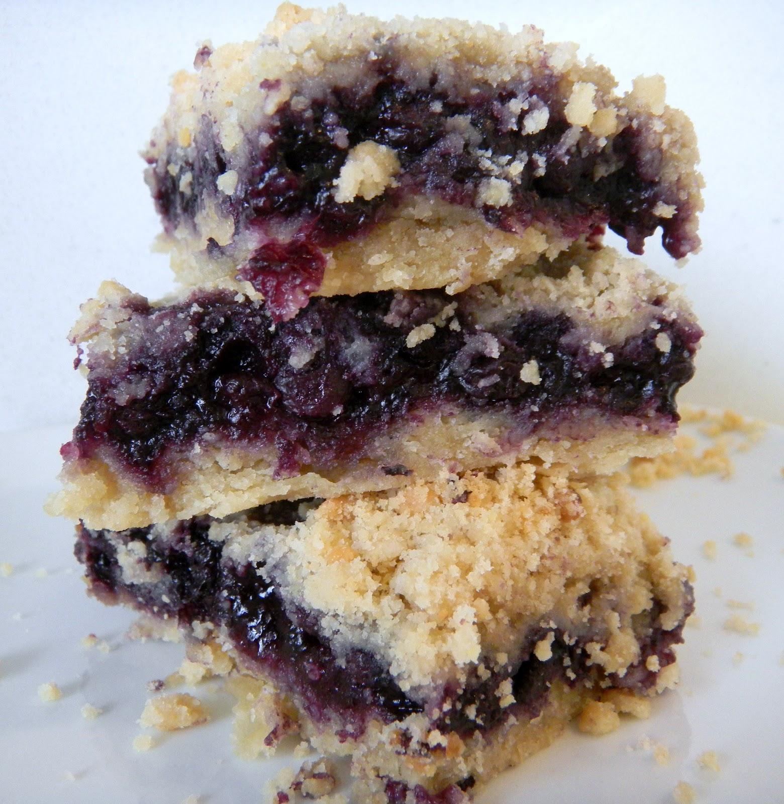 Blueberry crumb bars - Cherry on my Sundae