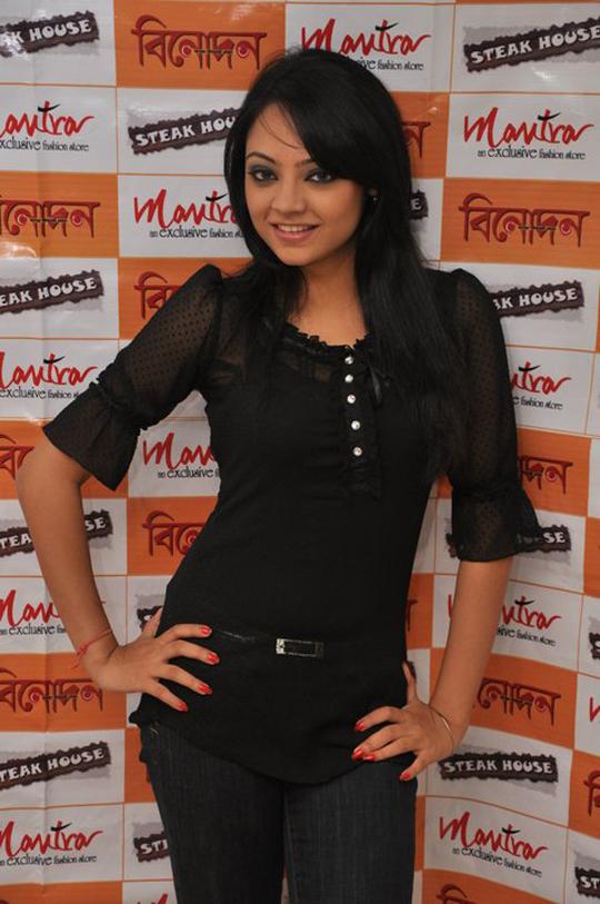 sexy actress ishana