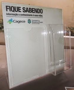 Display em acrílico adesivado