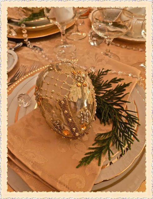 http://beautifulideas.wordpress.com/2013/12/01/the-festive-table/