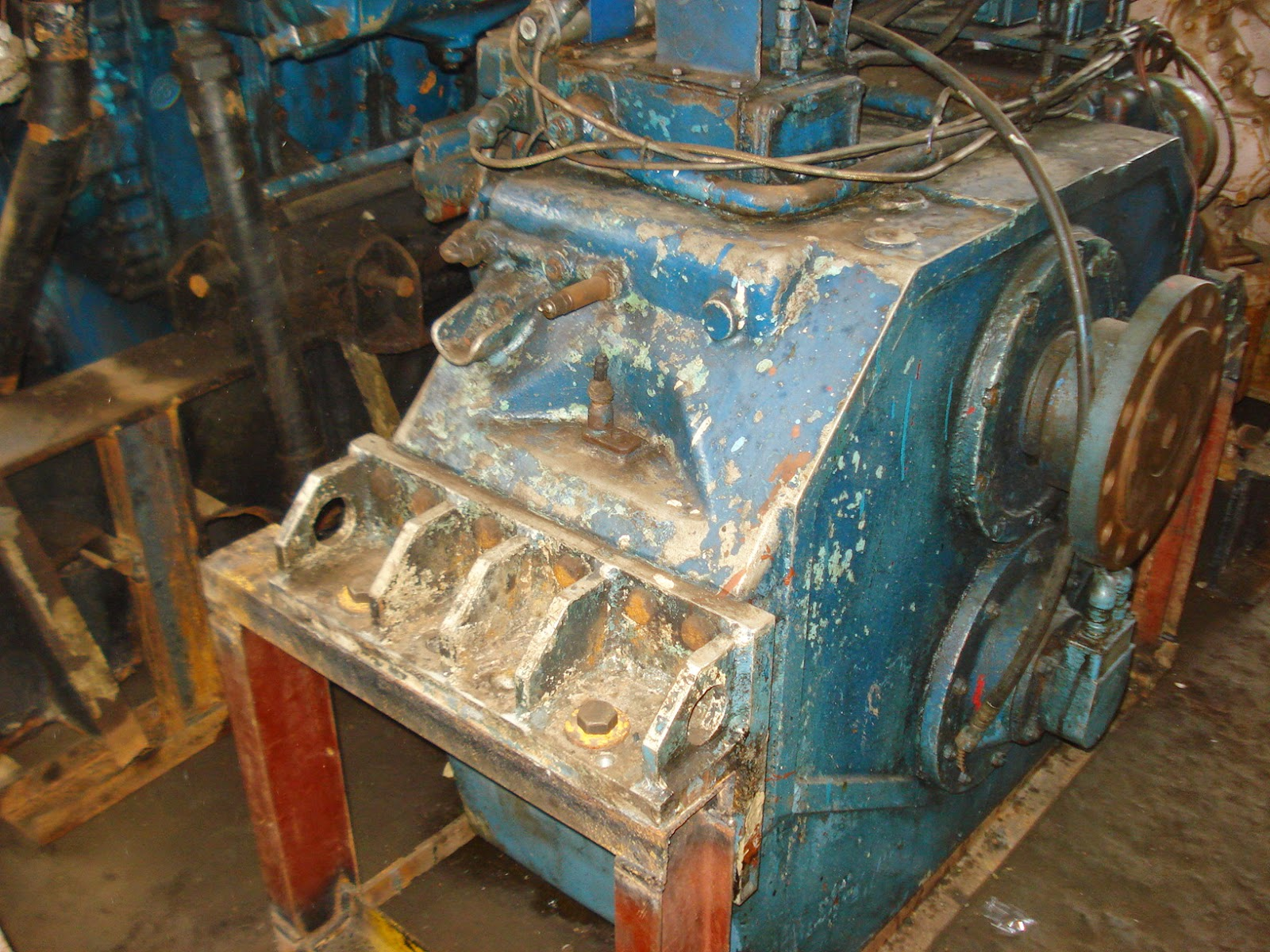 Propulsion engine with gearbox, MTU engine