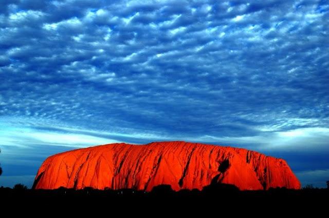 http://1.bp.blogspot.com/-R0VdUBmGpMk/Tbezs5dGRkI/AAAAAAAABfQ/9KhYpgl-rz0/s1600/Uluru%252C+Ayers+Rock%252C+Australia.jpg