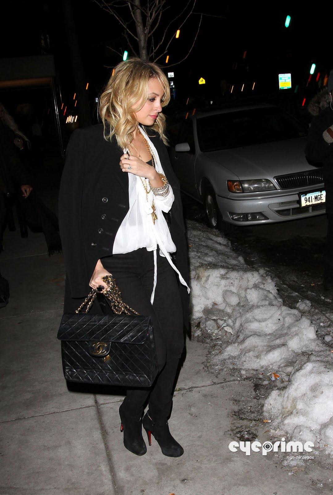 http://1.bp.blogspot.com/-R0aCXLqiC7g/TVaqK38JCvI/AAAAAAAAIPA/neNoF0FoLoQ/s1600/nicole-richie-kim-kardashian-2.jpg