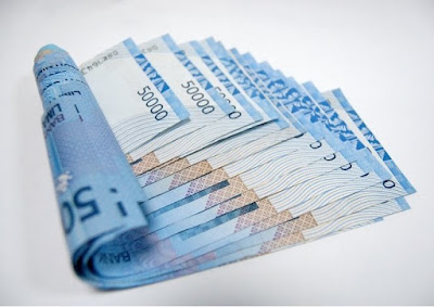 Apakah Wajib Memberi Uang Bulanan pada Mertua?