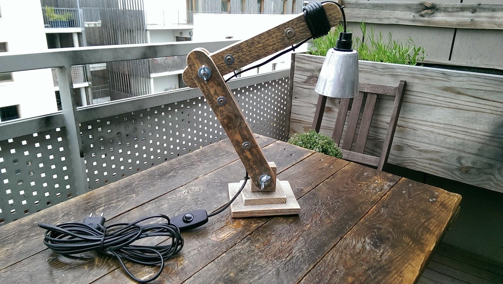 la menuiserie 503 une petite lampe d 39 architecte en bois de palette. Black Bedroom Furniture Sets. Home Design Ideas