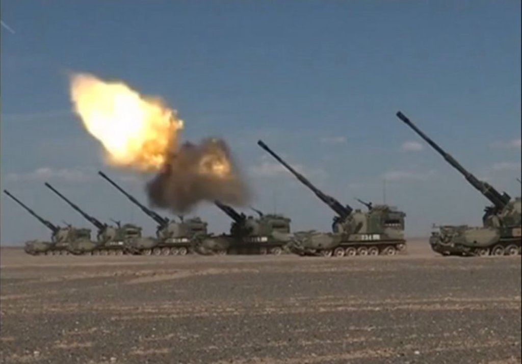 Chinese PLZ05 155mm Self-Propelled Howitzer in Action ...
