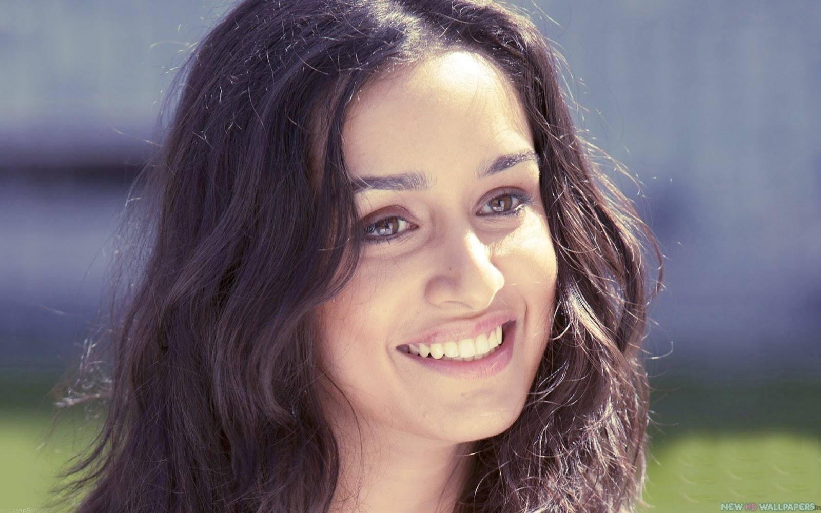 http://1.bp.blogspot.com/-R1GdnfO54OM/UYPPhIfi1II/AAAAAAAAAIA/IOuApUkbckI/s1600/Shraddha-Kapoor-Cute-Smile-in-Aashiqui-2.jpg