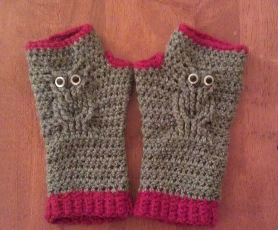 Crafty is Awesome: Owl Fingerless Gloves