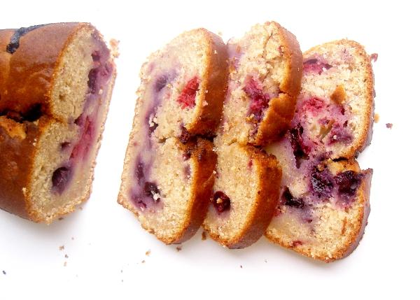 cake al pompelmo e frutti di bosco