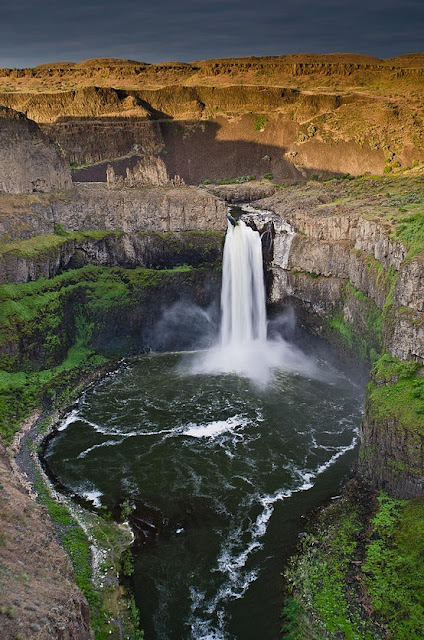 The Palouse Falls lies on the Palouse River, about 4 mi (6 km) upstream of the confluence with the Snake River in southeast Washington, United States. The falls are 198 ft (60 m) in height.[2] The falls consists of an upper falls with a drop of ~20 feet (6.1 m) which lies 1,000 feet (305 m) north northwest of the main drop, and a lower falls, with a drop of ~180 feet (55 m).  In 1984 the Franklin County Public Utilitity District proposed a 30 m (98 ft) high dam be constructed upstream of the falls, allowing for a significant hydraulic head for hydroelectric power generation. This would have provided over one third of the county's power and would have reduced ratepayer charges substantially. However the majority of the ratepayers declined to approve the investment, preserving this geologically significant feature.