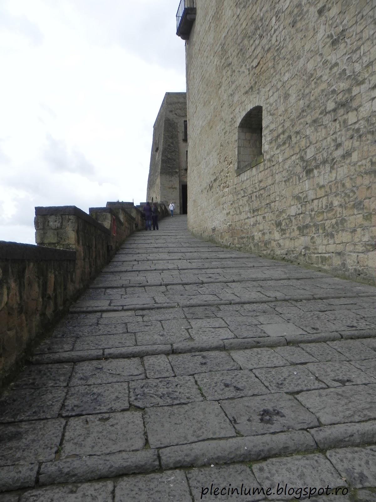 Intrarea in Castelul Ovo