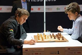 Échecs en Norvège : Sergey Karjakin (2767) 0-1 Magnus Carlsen (2868) © Site officiel