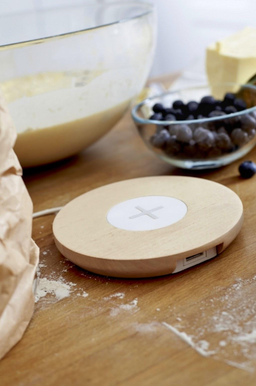 produk-desain-teknologi-terbaru-ikea-qivolino-smart-charging-table-qi1001-005