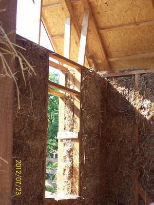 Какрас дома из дерева и соломы