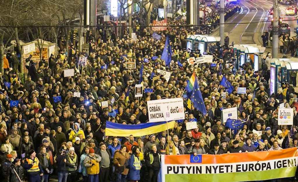 As cores ucranianas evidenciam o temor dos húngaro de sofrer análoga invasão