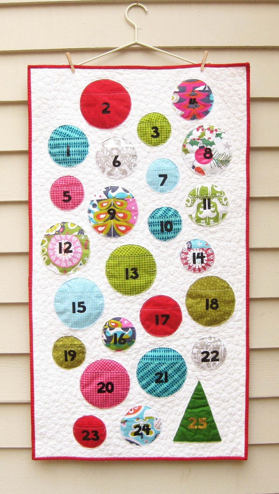 Holiday deco foil quilted countdown calendar therm o web for Handmade christmas countdown calendar