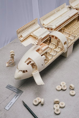 Amazing Boeing 777 airplane structure made out of paper