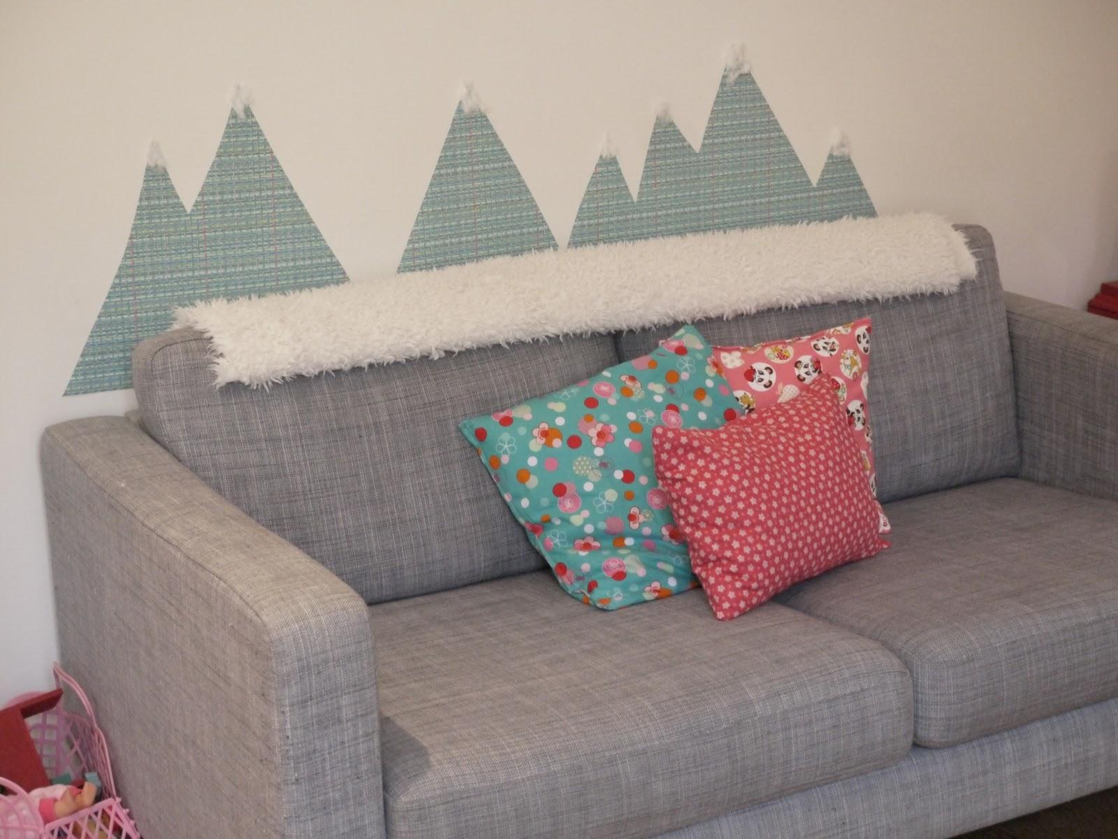 une montagne sur mon canape diy avec du papier peint. Black Bedroom Furniture Sets. Home Design Ideas