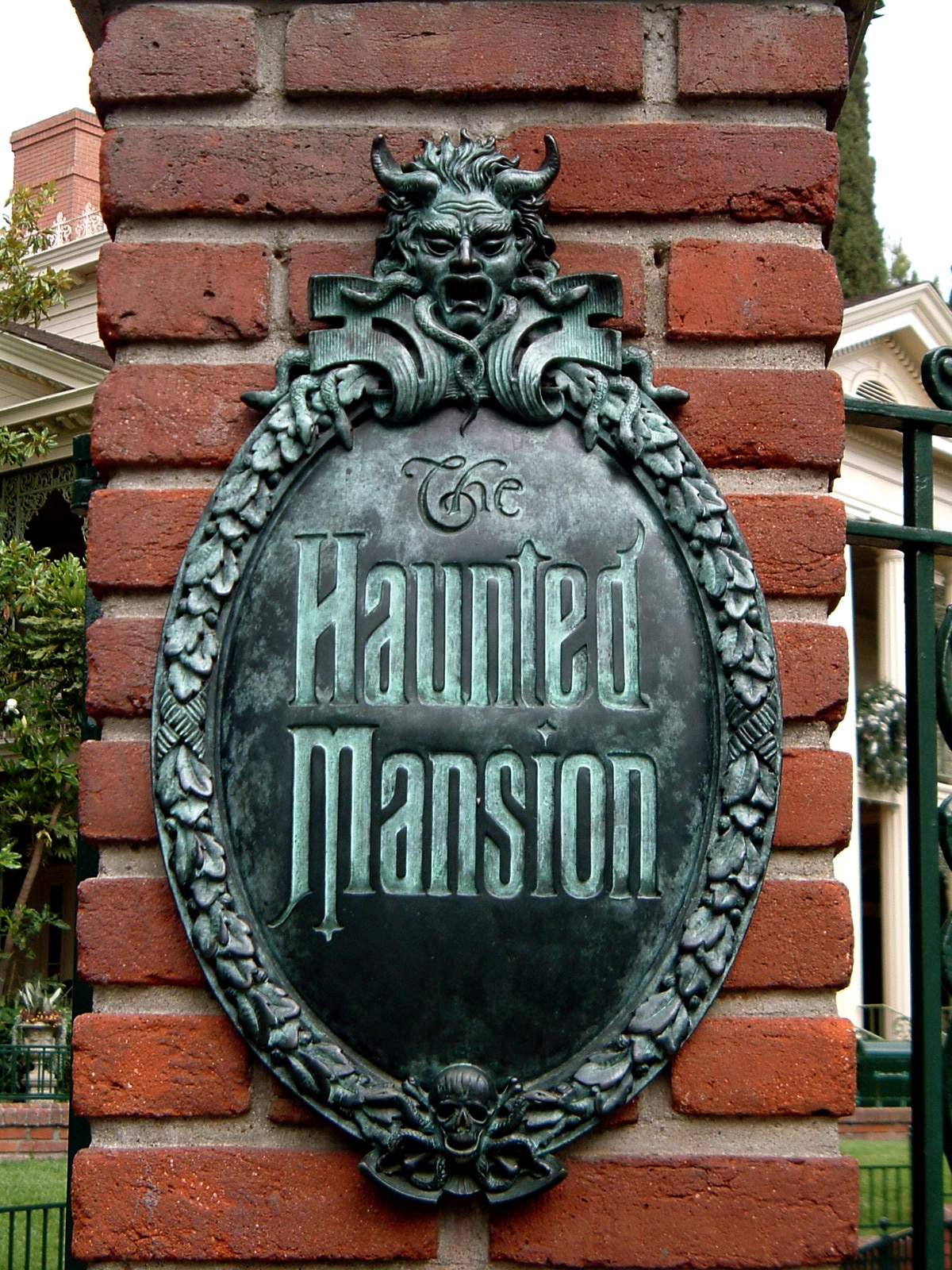 Pandemic haunt production ideas from the haunted mansion for Haunted mansion ideas
