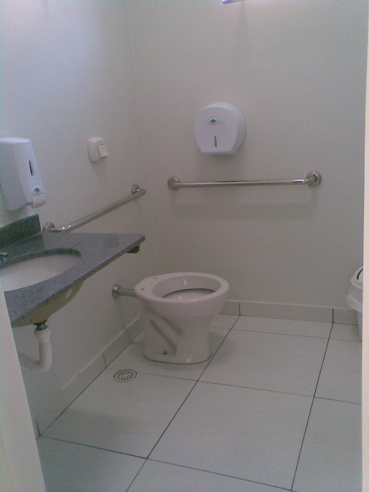 Construir com Arte: Uma Clínica Veterinária com design. #566075 1200x1600 Banheiro Acessibilidade Bloco Cad