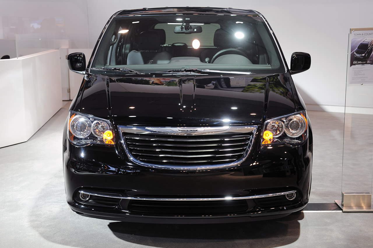automotiveblogz 2013 chrysler town and country s la 2012 photos. Cars Review. Best American Auto & Cars Review