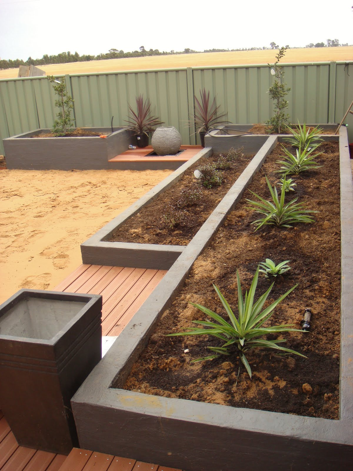 Eden design a simple backyard garden echuca victoria for Simple water features for backyard