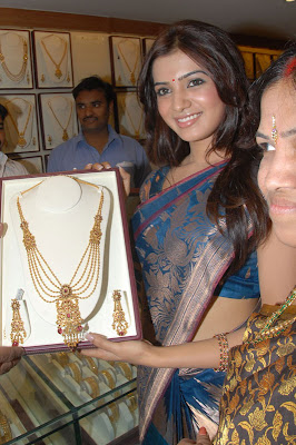 Samantha cute in blue saree at a jewellery launch
