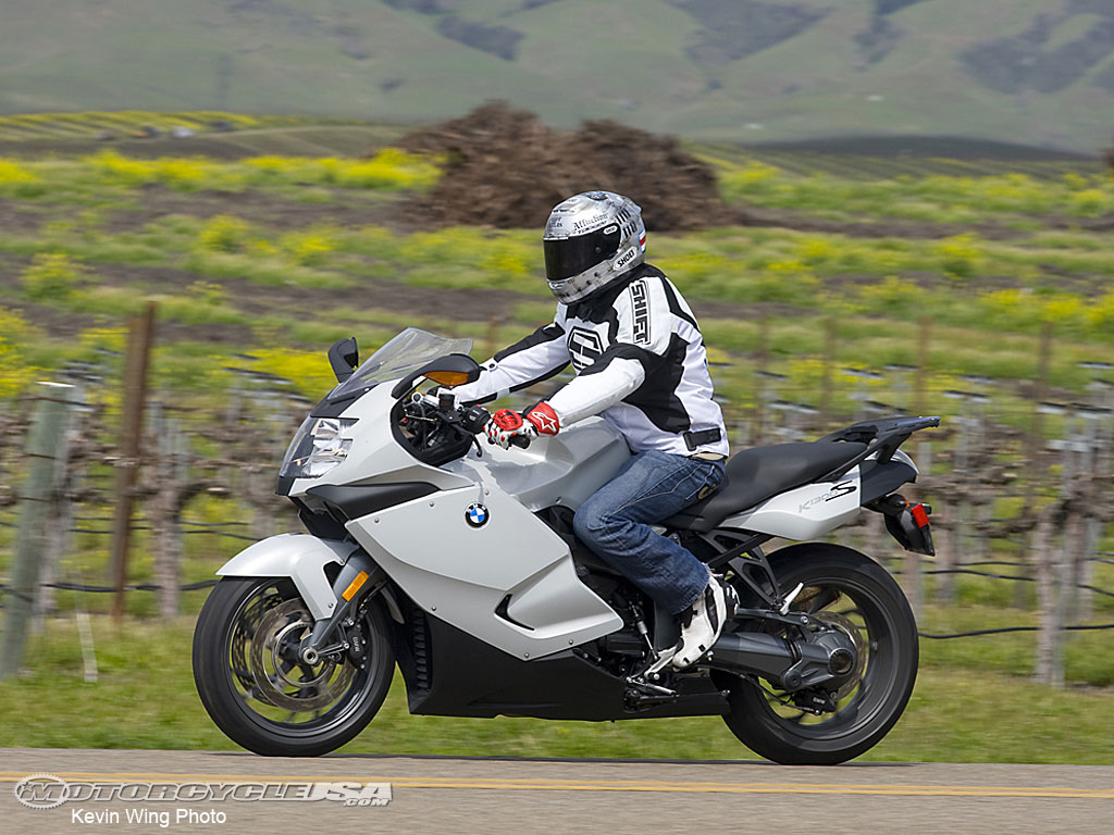 http://1.bp.blogspot.com/-R3ZmpjFo_wM/T6aRFyMuzCI/AAAAAAAAAWg/x-QrEOs9kHY/s1600/BMW-K1300S-WALLPAPER.jpg