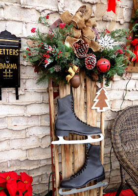diy sled decor and outside Christmas decorations