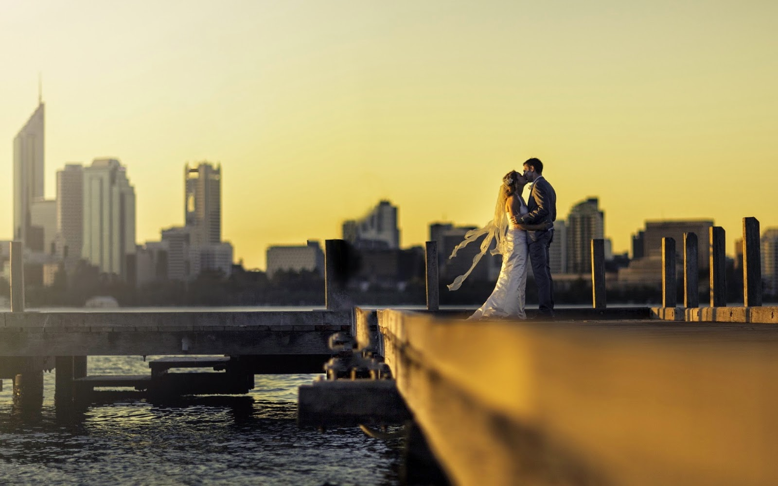 Romantic wedding wallpaper - Kiss bride romantic wedding