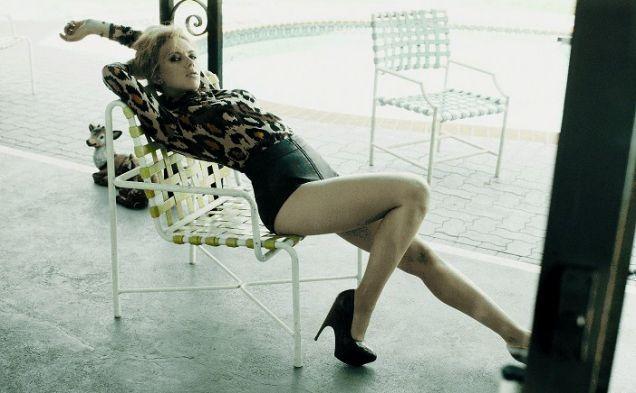 Scarlett Johansson Sexy Leg & Thigh Show
