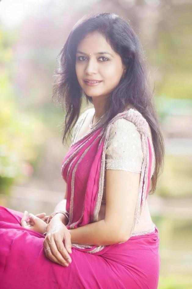 astalavistha singer sunitha hot in saree
