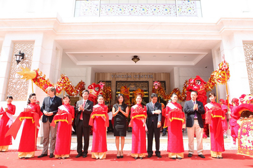 Vingroup Opens Vincom Center A Shopping Center Vietnam Real Estate