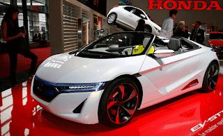 Velg mobil sport Honda S660 mengunakan ukuran 15 inci yang dibalut dengan ban Yokohama Advan Neova, ban mobil sport ini juga dikembangkan khusus untuk mobil s660.