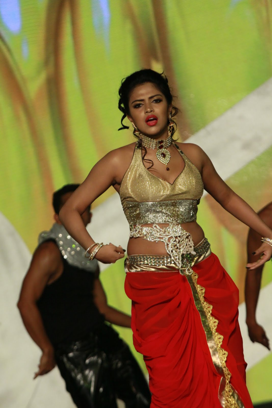 Amala Paul Stage Dance Performance Siima Awards Dubai