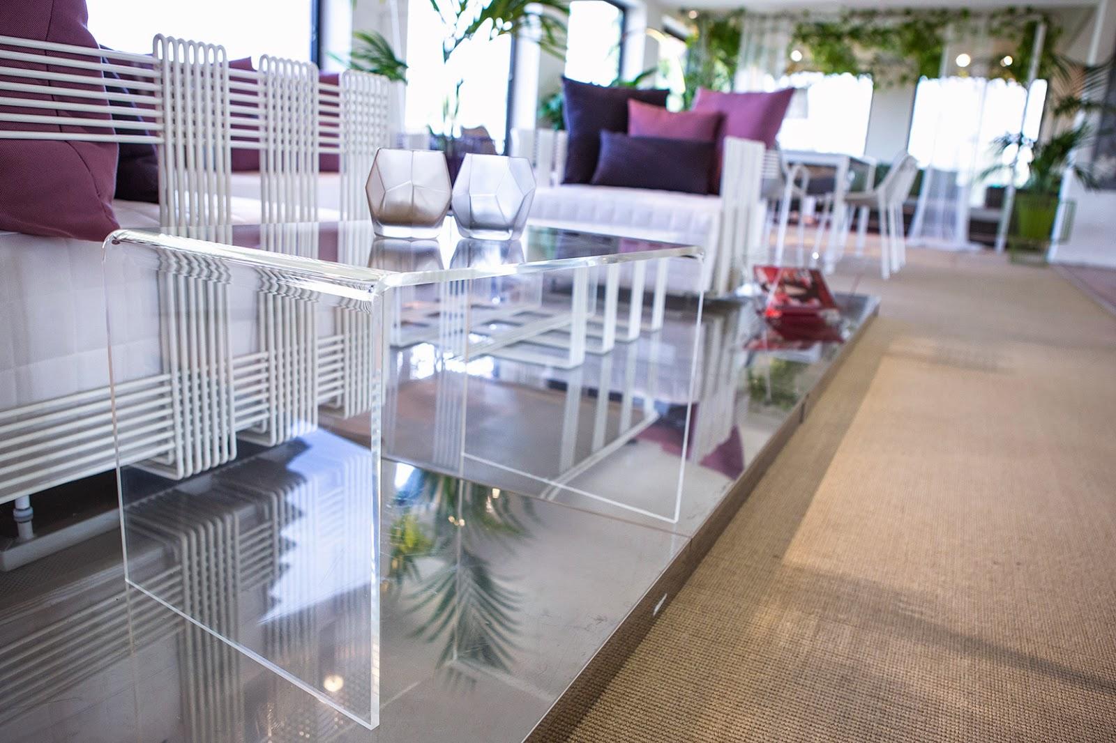 tavolino da salotto moderno in plexiglass
