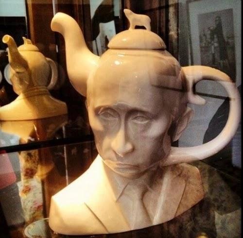 Путин-чайник (с маааленьким медведем на голове).