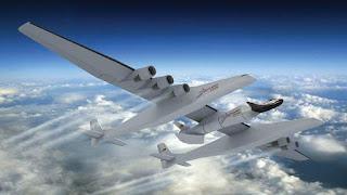 το Stratolaunch Carrier, ένα αεροπλάνο το οποίο θα έχει τη δυνατότητα να εκτοξεύει τους πυραύλους σε υψόμετρο 9 χιλιόμετρων.
