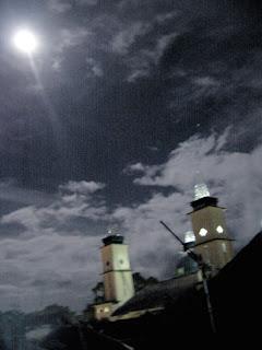 selamat malam Bulan  yang cemerlang diatas Mesjid Agung Garut
